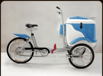 L400 Tricycle Blue/White